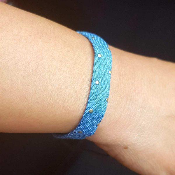 jeans armband hellblau gold punkt